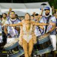 Gabi Miranda, Musa da Acadêmicos do Tatuapé, usou uma fantasia com pérolas e cristais: 'Minha fantasia veio representando a realeza, com pérolas e cristais colados um a um e plumas para finalizar'