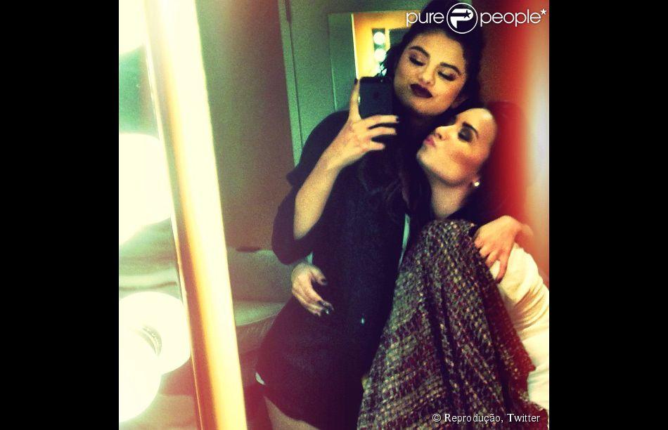 Demi Lovato publica mensagem em apoio à Selena Gomez, em 6 de fevereiro de 2014