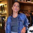 No dia 7/02, Anitta roubou a cena causou ao apostar em uma combinação de calça de moletom com jaqueta jeans para o evento da marca John John