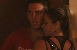 Danielle Winits troca carinhos com o namorado, Amaury Nunes, na noite do Rio