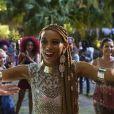 Michele (Taís Araújo) questiona se Brau (Lázaro Ramos) está com ciúmes. 'Ainda é aquela história da Bahia, Brau? Tá na hora de superar isso', diz a cantora na novela 'Rock Story'