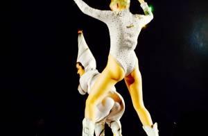 Miley Cyrus ensaia para a Bangerz Tour com maiô cavado e tema dos EUA