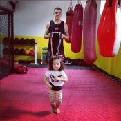 Tânia Mara posta foto da filha, Maysa, de 2 anos, praticando muay thai