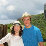 Mateus Solano deixa a barba crescer durante férias com a mulher em Noronha