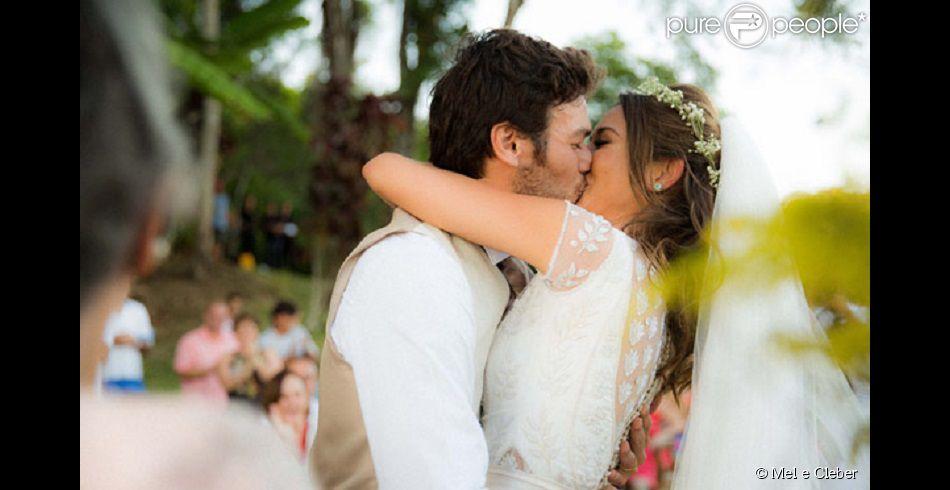 Giselle Itié se casa com o ator Emílio Dantas na praia do Corumbê, em Paraty, Costa Verde do Rio de janeiro, no dia 1° de fevereiro de 2014