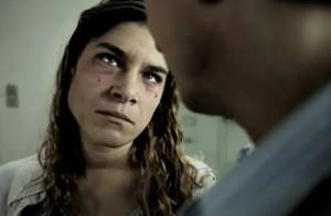 Priscila Fantin, presidiária em filme, aparece com rosto machucado no trailer