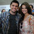 Luiza (Bruna Marquezine) e André (Bruno Gissoni) brigam e ele vai embora sozinho da festa, deixando-a arrasada, na novela 'Em Família'