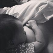 Larissa Maciel amamenta a filha, Milena, e mostra foto: 'Momento único'