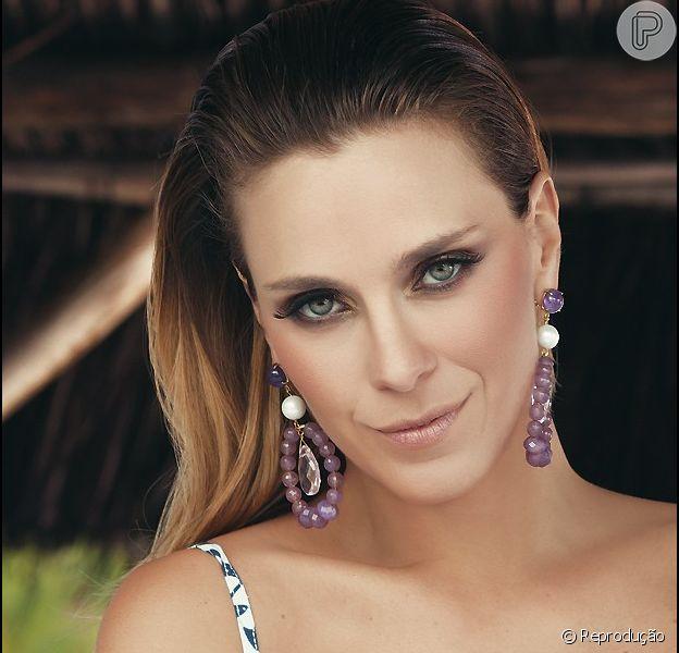 Carolina Dieckmann é a estrela de sessão de fotos de moda de acessórios para o verão 2013 do maquiador e fotógrafo Fernando Torquatto para a revista 'Quem', em 15 de janeiro de 2013