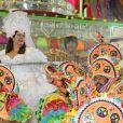 Fabiana Karla renovou os seus votos de casamento na Marquês de Sapucaí
