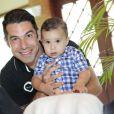 Marcus Buaiz posa com o seu primogênito