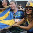 Juliana Alves se juntou aos demais integrantes da escola para comemorar a vitória