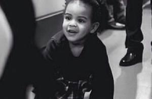 Blue Ivy, filha de Jay-Z e Beyoncé, é fotografada brincando e sorrindo