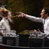 Lindsay Lohan leva copo d'água no rosto em programa de Jimmy Fallon:'Me diverti'