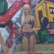 Mariana Ximenes posa de biquíni em ensaio no morro do Vidigal, no RJ