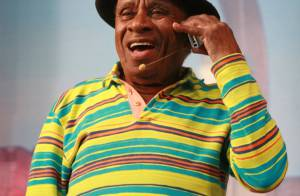 Morre, aos 86 anos, Aloísio Ferreira Gomes, o Canarinho do 'A Praça é Nossa'