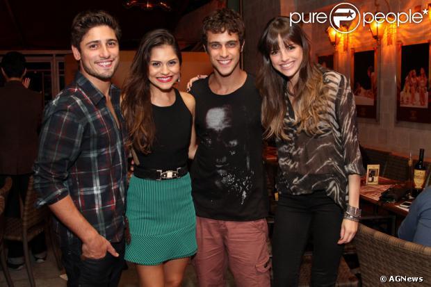 Jessika Alves comemora aniversário com Nando Rodrigues, Rafael Zulu, Arthur Aguiar e  Alice Wegmann, no Rio de Janeiro, em 25 de março de 2014