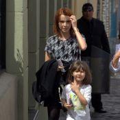 Débora Falabella faz passeio com a filha, Nina, em Curitiba, no Paraná