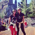 Anitta se divertiu com a mãe no parque da Universal Studios, em Orlando, nos Estados Unidos, neste domingo, 30 de março de 2014