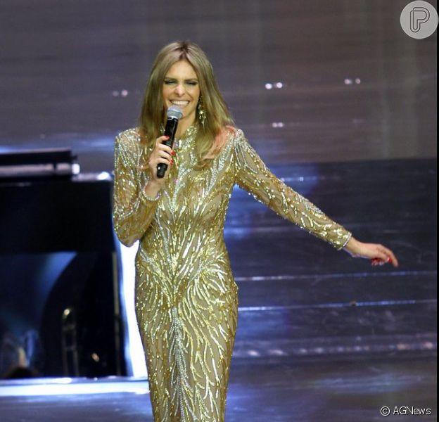 Looks dos famosos na festa 'Vem aí', da TV Globo: Fernanda Lima usou vestido Bob Mackie Vintage, brincos Casa Vasconcelos e sandálias Alexandre Birman
