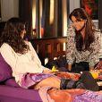 Cada vez mais próximas, Marina (Tainá Müller) vai chamar Clara (Giovanna Antonelli) para dormir em sua casa após saber que sua assistente já não está mais dormindo com seu marido, Cadu (Reynaldo Gianecchini), como informou a coluna 'Telinha', do jornal 'Extra' desta sexta-feira, 4 de abril de 2014