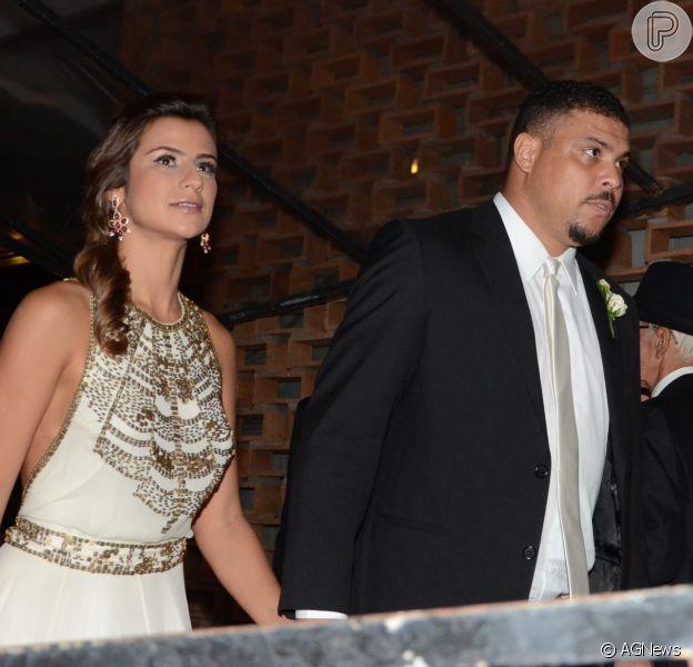 Ronaldo se desestende com Paula Morais porque a noiva bebeu demais em uma festa de casamento. A informação é do colunista Leo Dias, do jornal carioca 'O Dia' (7 de abril de 2014)