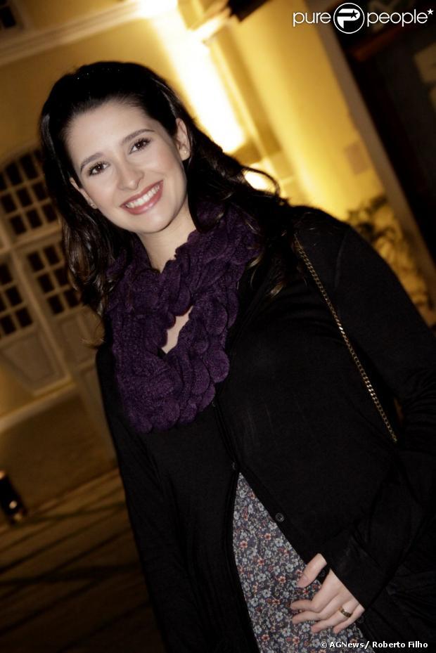 Ana Sophia Folch entra em 'Lado a Lado' como Heloisa, uma viúva que desperta o ciúme de Laura (Marjorie Estiano), em janeiro de 2013