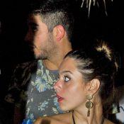 Giovanna Lancellotti e Miguel Rômulo deixam festa de mãos dadas em Noronha