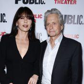 Michael Douglas e Catherine Zeta-Jones vão juntos ao teatro após reconciliação