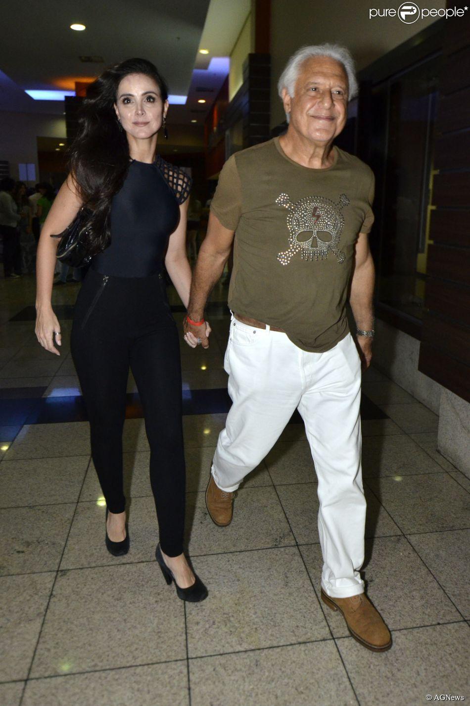 O casal começou a namorar em 2007. Em 2012, Fagundes foi visto com a também atriz Arieta Corrêa. No fim do ano passado, Alexandra e Fagundes voltaram a circular juntos