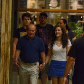 Renato Aragão janta com a filha Lívian Aragão e com o genro em shopping do Rio