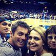 Luigi Baricelli posta foto em seu Twitter assistindo a jogo de basquete ao lado da mulher, Andréa, e dos dois filhos, Vittorio, de 15 anos, e Vicenzo, de 11, nos Estados Unidos, nesta quinta-feira, 24 de janeiro de 2013