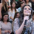 Mariana Rios veste Lethicia Bronstein no programa de Serginho Groisman na TV Globo