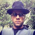 Estiloso, Daniel Alves está sempre desfilando com um look diferente