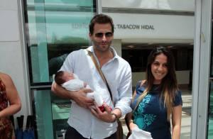 Maria Eduarda, filha de Henri Castelli, chama atenção por semelhança com o pai