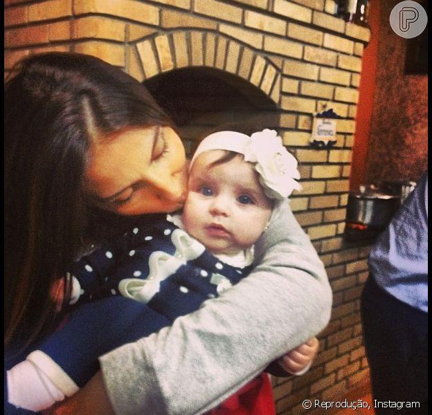 Maria Eduarda, filha de Henri Castelli, aparece estilosa e semelhança com o pai chama atenção 9 de maio de 2014