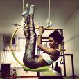 Isis também já voltou a praticar exercícios fisicos. A atriz publicou uma foto em que aparece fazendo pilates