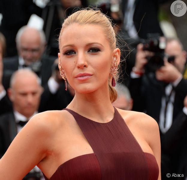 Blake Lively prestigia a cerimônia de abertura do Festival de Cannes 2014