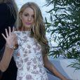 Blake Lively deixa o hotel para participar do talk show francês 'Le Grand Journal', em 15 de maio de 2014