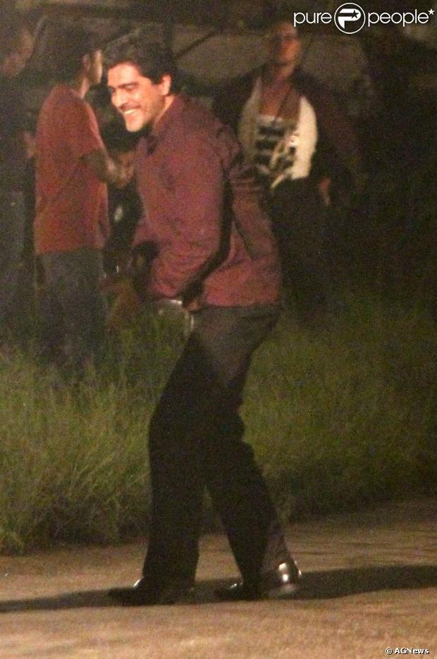 Junno Andrade grava cena da morte de Santiago, seu personagem em 'Salve Jorge', até 2h da manhã de 30 de janeiro de 2013