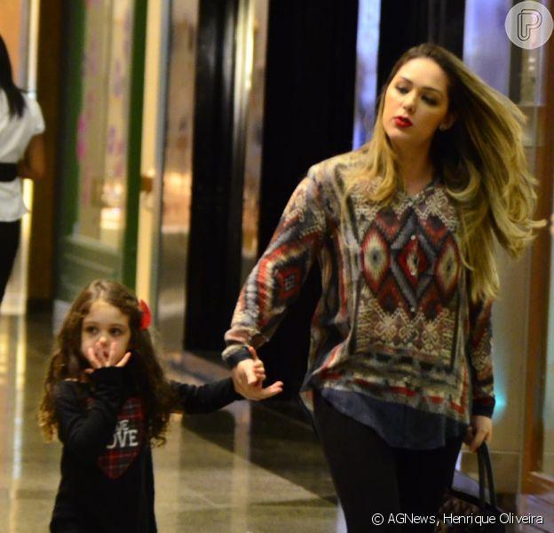 Tania Mara foi com a filha, Maysa, de 3 anos, no shopping Village mall, na Barra da Tijuca, Zona Oeste do Rio de Janeiro, nesta quarta-feira, 28 de maio de 2014