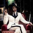 Lucy Ramos gravou clipe no estilo 'poderosa chefona'