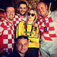 Fiorella Mattheis encontrou croatas e posou para foto fazendo graça
