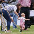 Kate Middleton brinca com o príncipe George