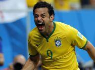 Fred faz primeiro gol na Copa do Mundo e comenta bigode: 'Vou continuar com ele'