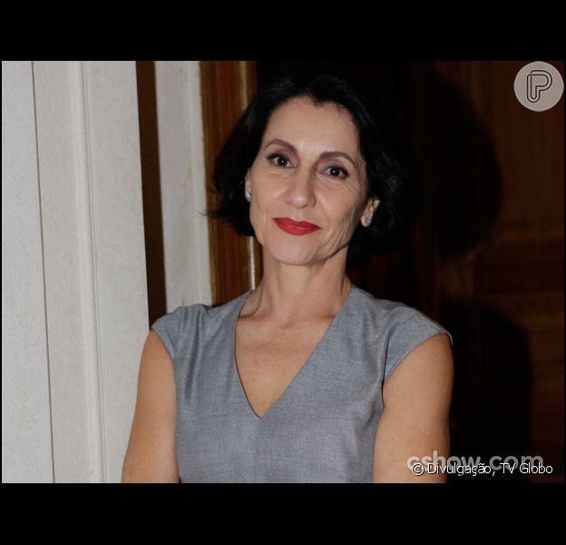 Cássia Kis Magro conta que não joga fora nenhum dos capítulos de 'O Rebu', por causa do vai e vem da cronologia da trama, que estreia em 14 de julho de 2014