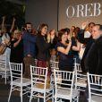 """Cássia Kis Magro e o elenco de """"O Rebu"""" aplaudem Tony Ramos em celebração aos seus 50 anos de carreira, durante a coletiva de lançamento da novela"""