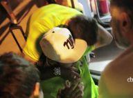 Neymar recebe carinho de jogadores da Seleção em desembarque no Rio