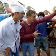 'Tá bem limpo, spo que não', diz Luciano ao olhar o ambiente da 'cozinha' argentina