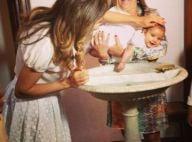 Nivea Stelmann batiza a filha, Bruna, acompanhada da família: 'Dia lindo'